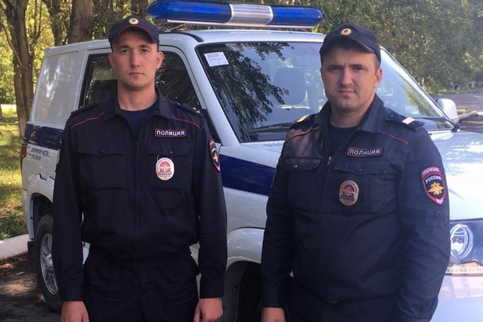 В Красноярском крае полицейские на звук вывели заблудившегося в лесу ягодника с двумя сыновьями. Фото: пресс-служба полиции Ачинска