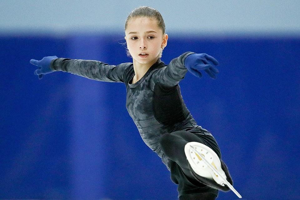 Фигуристка Камила Валиева во время выступления в короткой программе женского одиночного катания. Фото Сергей Бобылев/ТАСС