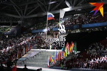 Россыпь звезд, говорящий робот и яркий салют: Как прошло открытие чемпионата WorldSkills в Казани