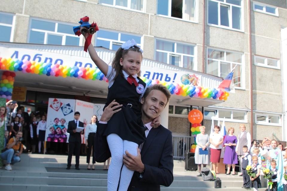Ученики иркутской гимназии №44 услышали первый звонок раньше всех, дли них линейку провели в воскресенье
