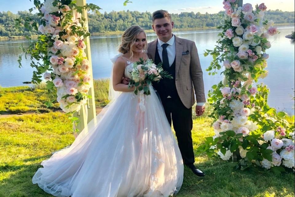 Красивая свадьба прошла в Рыбинске на берегу реки/ФОТО: Анастасия Жукова