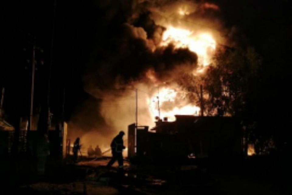 Опубликовано видео пожара в Кудьминской промзоне.