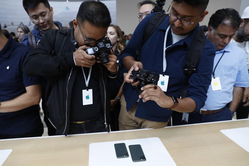 Новые айфоны поступят в продажу одновременно по всему миру.