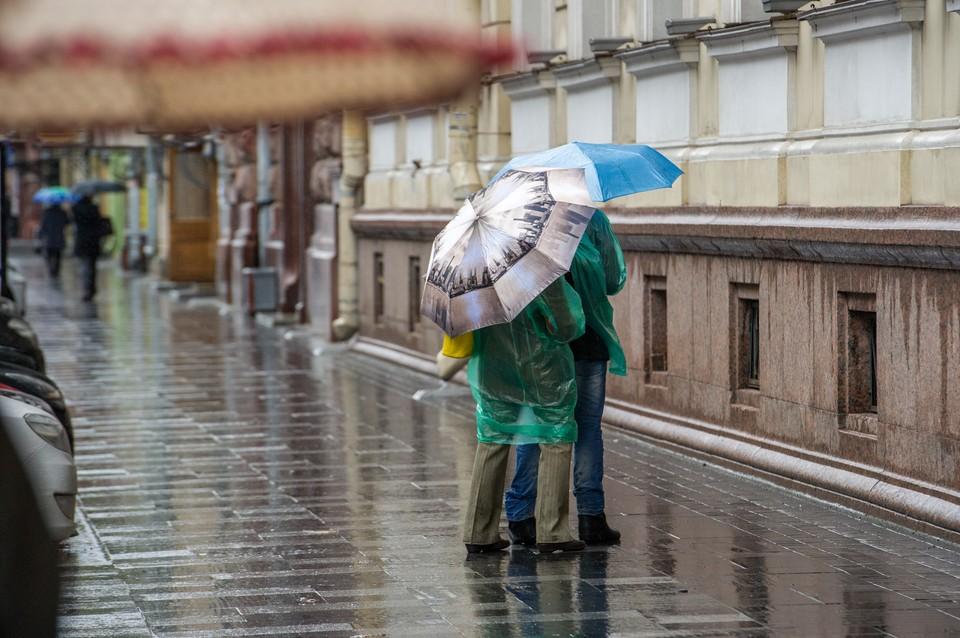 Без зонтика на улицу сегодня лучше не выходить.