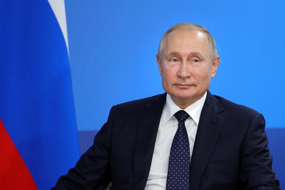 Владимир Путин подписал документы о помиловании нескольких осужденных.