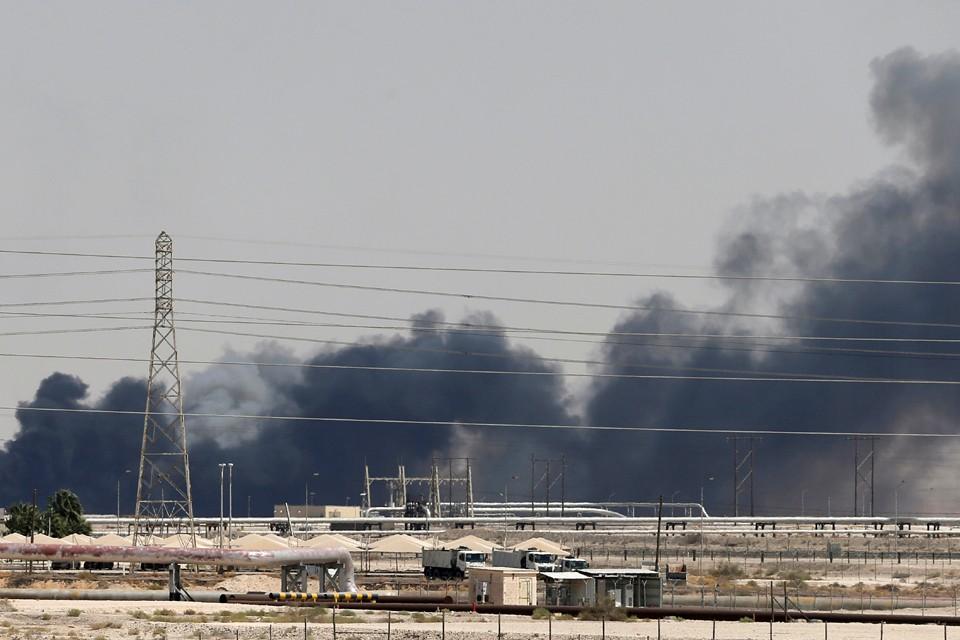Атака дронов на завод Saudi Aramco заставила нефть подорожать.