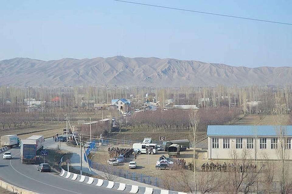 В ходе перестрелки 13 человек получили ранения различной степени, погиб один военнослужащий.