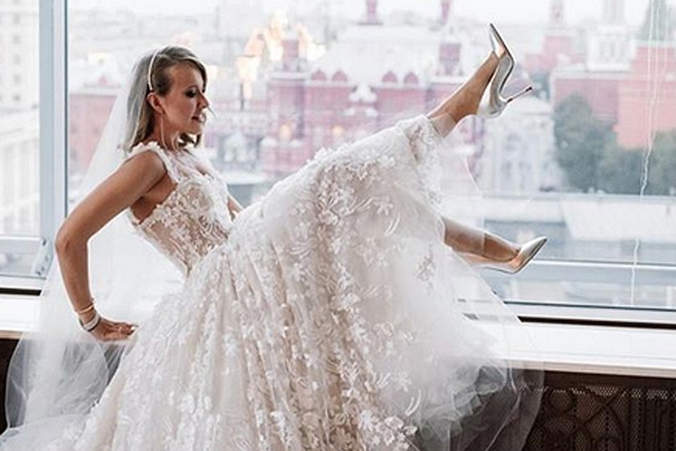 Заявление о расторжении брака телеведущая подала в конце мая