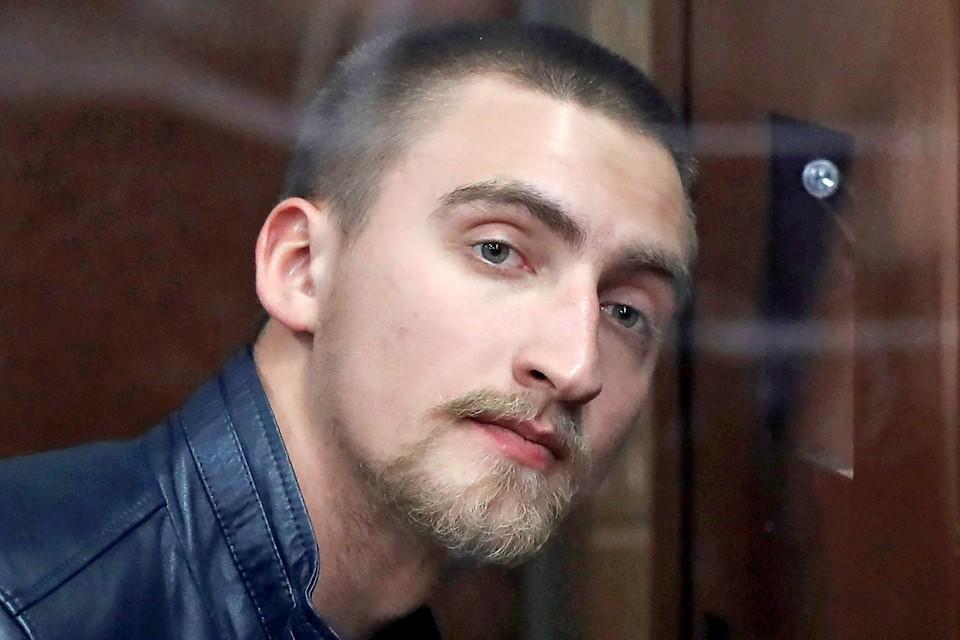 Актера Павла Устинова осудили на 3,5 года за оказание сопротивления полиции.