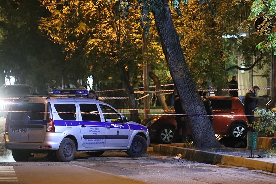 На месте продолжают работать следователи и выяснять подробности произошедшего. Фото: Сергей Карпухин/ТАСС