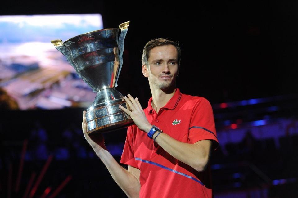 Четвертая ракетка мира россиянин Даниил Медведев обыграл хорвата Борну Чорича в финале турнире St. Petersburg Open 2019.