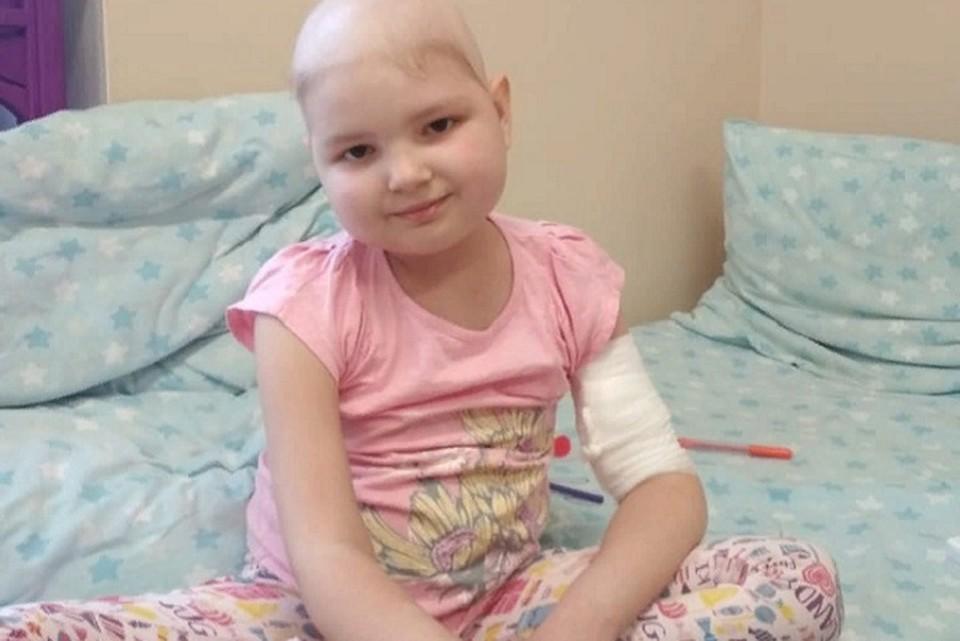 С апреля этого года Аня проходит курс химиотерапии. Фото: предоставлено Татьяной