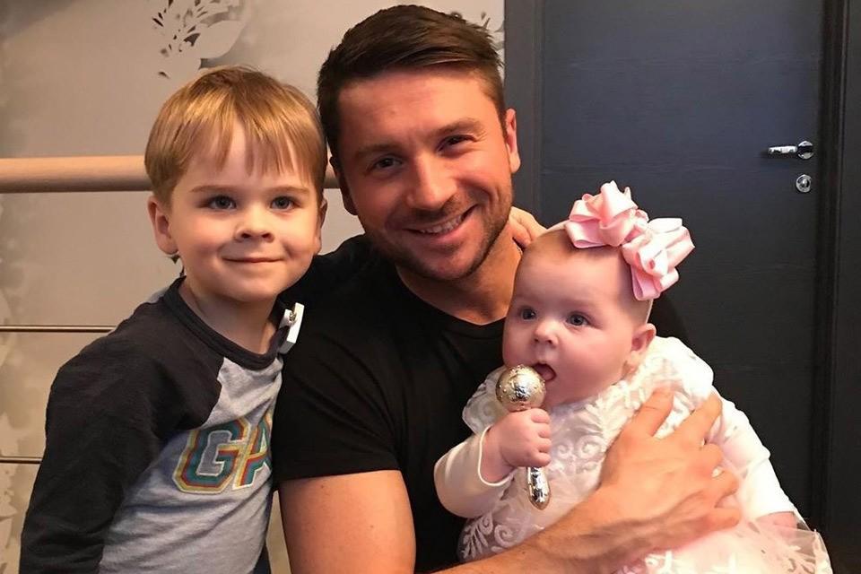 Певец Сергей Лазарев с сыном Никитой и дочкой Аней.