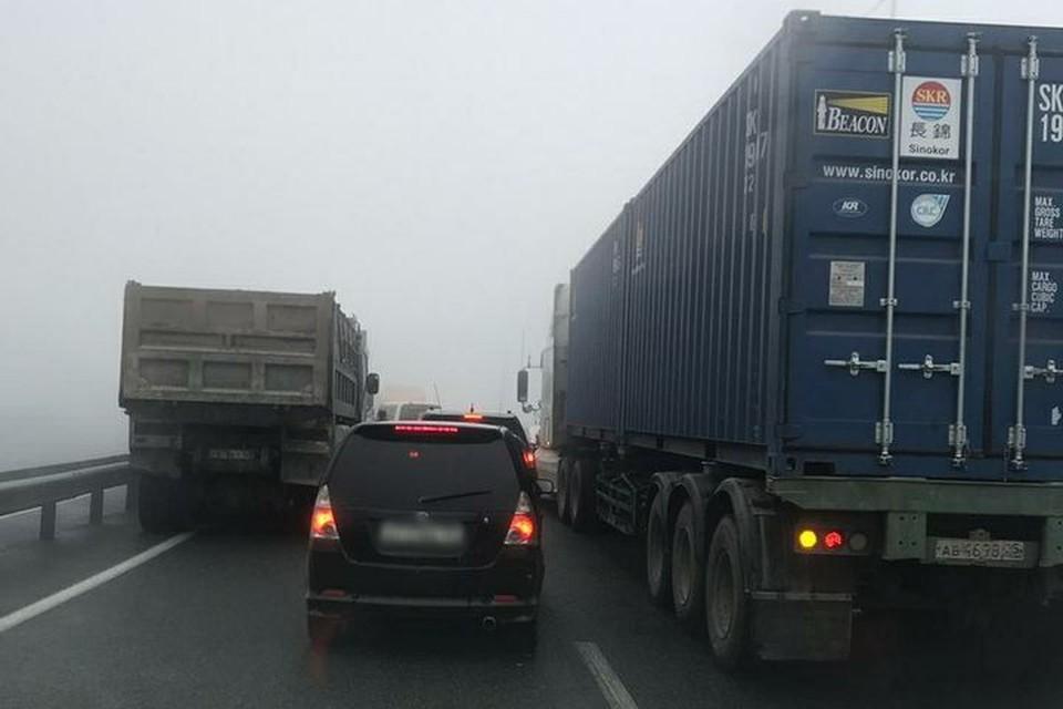 Движение по объездной трассе Владивостока заблокировано. Фото:Dpskontrol_125rus