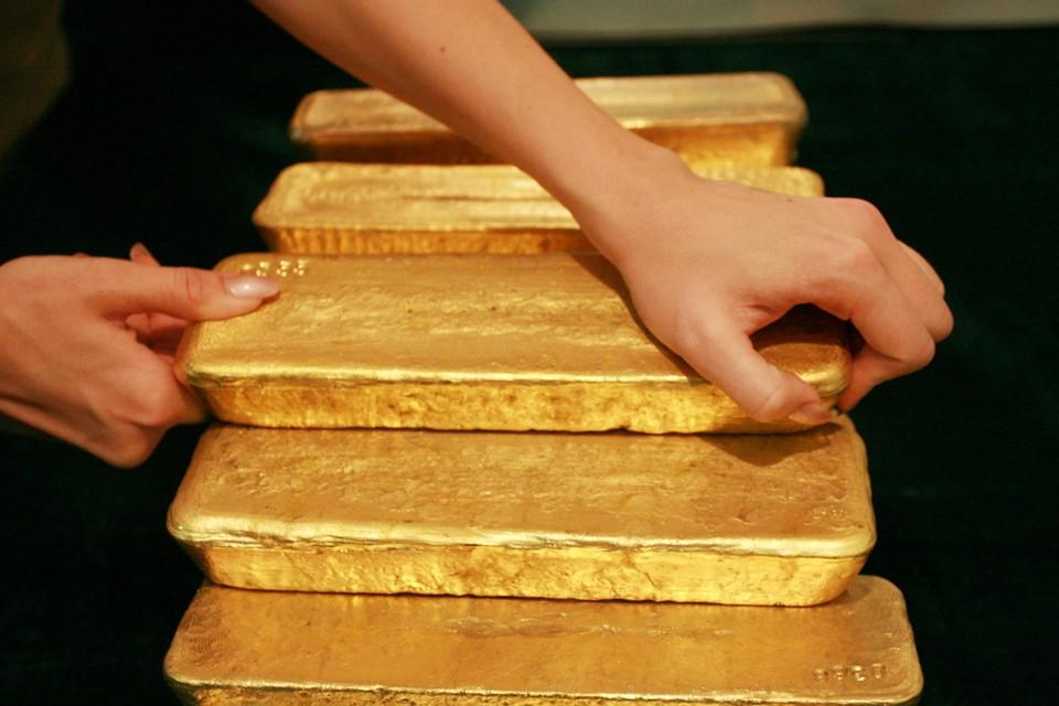 Впрочем, самым надежным способом хранить заначку, ЦБ считает золото
