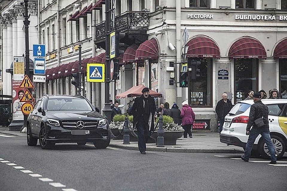 Скандал вокруг мушкетерской парковки Михаила Боярского никак не утихнет.