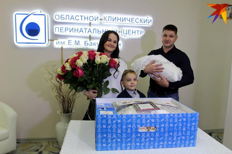 Семья Петровых в числе первых получивших областной подарок в честь рождения сына.