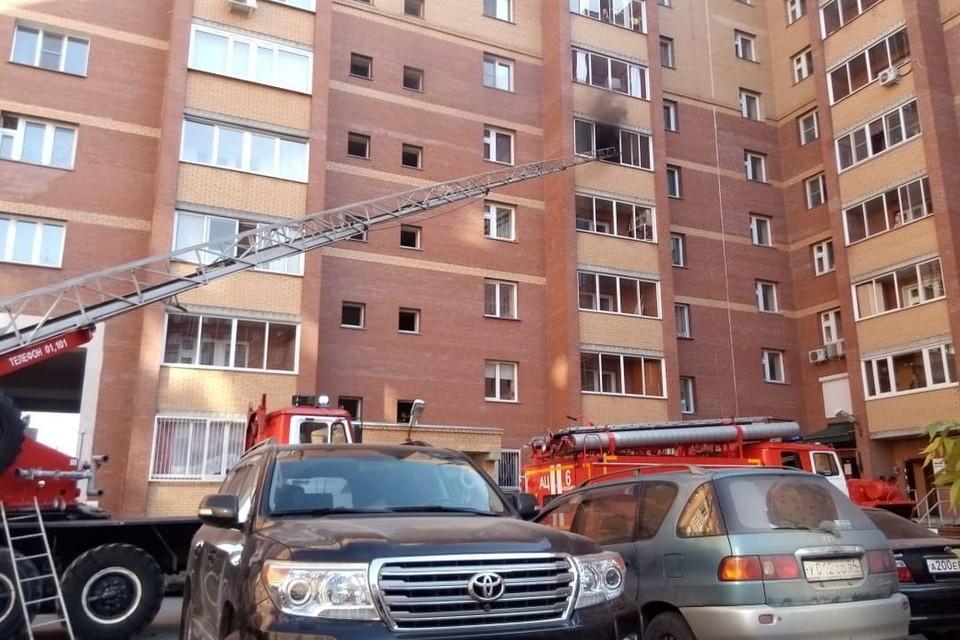 При тушении пожара были задействованы четыре единицы техники. Фото: очевидцы.