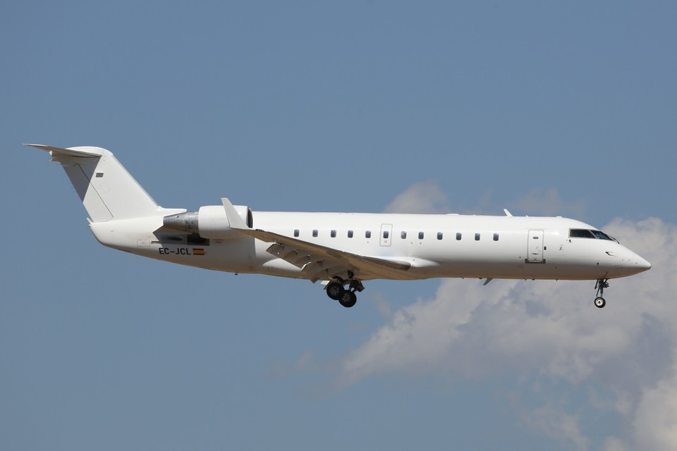 Пассажирский самолет Bombardier CRJ200