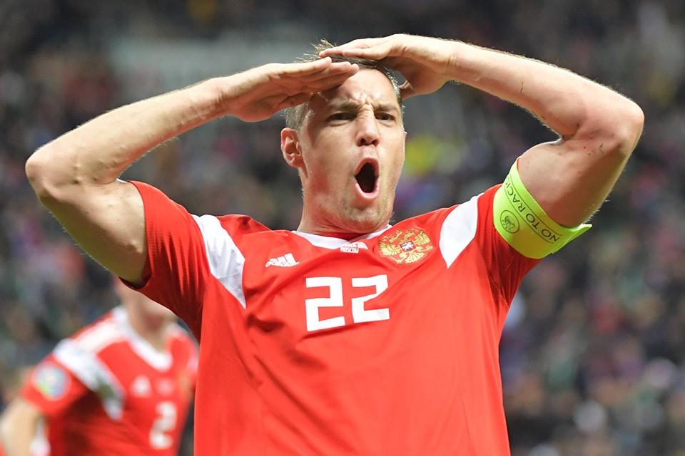Наш капитан - главный герой матча против Шотландии.