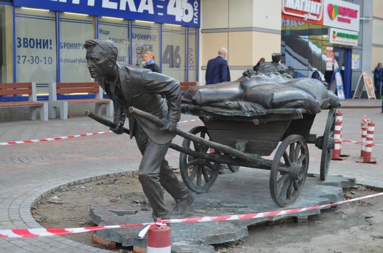 В 2014 году памятник подарил городу предприниматель Николай Грешилов