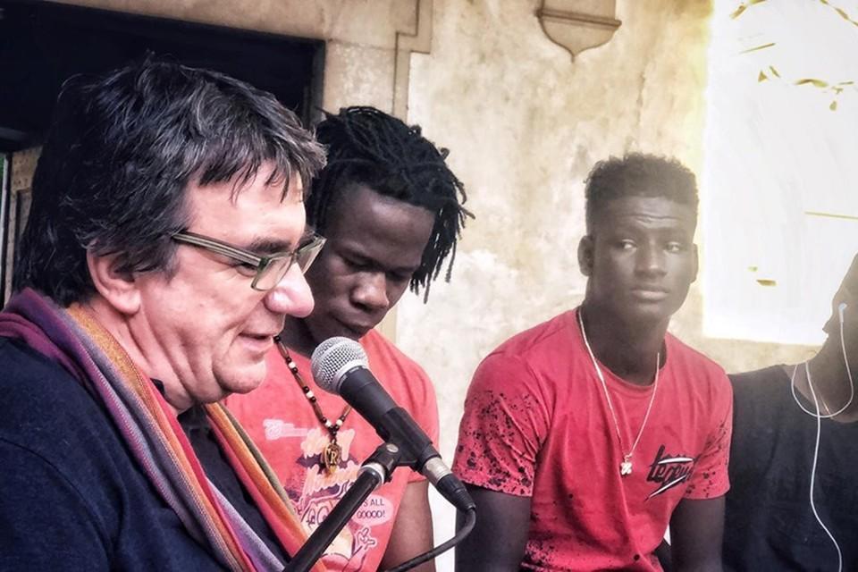 Настоятель прихода в Викофаро у города Пистойя дон Массимо Бьянкалани превратил две церкви в приют для мигрантов
