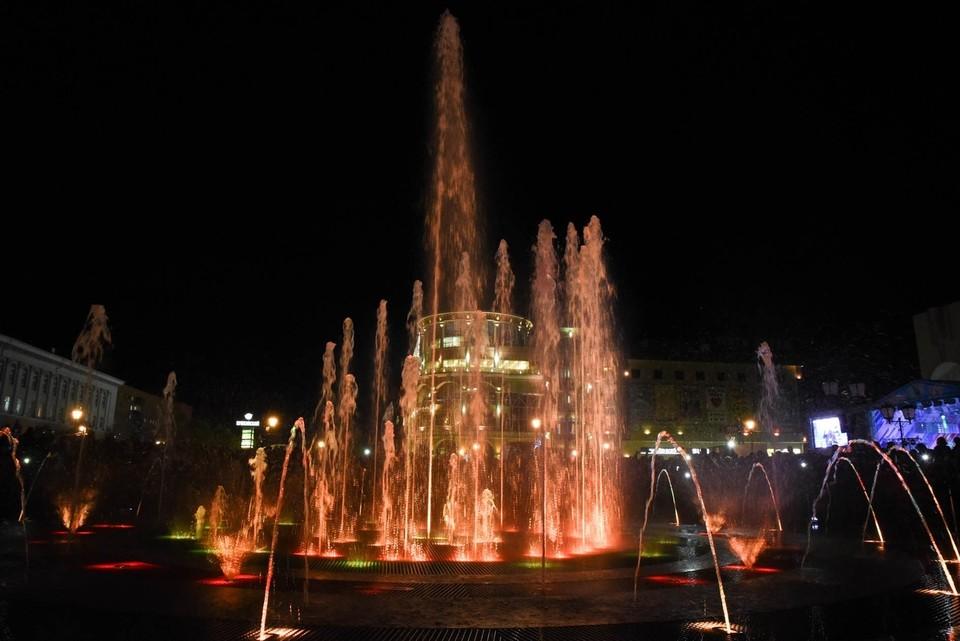Диаметр чаши фонтана составляет 16 метров