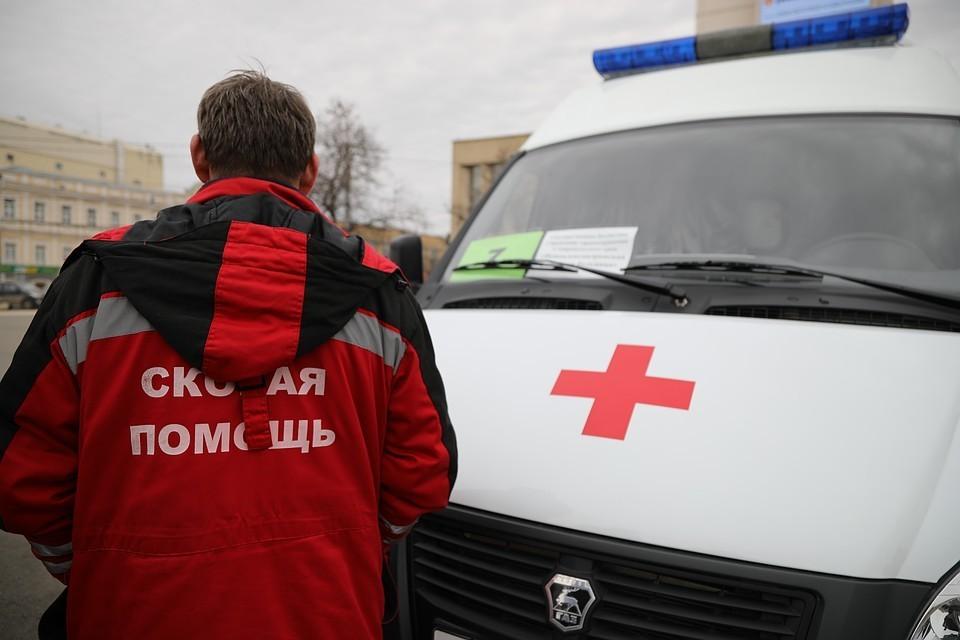 Мужчину и его приятелей доставили в больницу с места ЧП