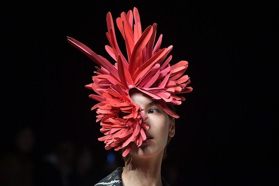 Некоторые модельеры невольно подражают маэстро Зайцеву. Экстравагантные шляпы Вячеслав Михайлович делал ещё лет 40 назад.