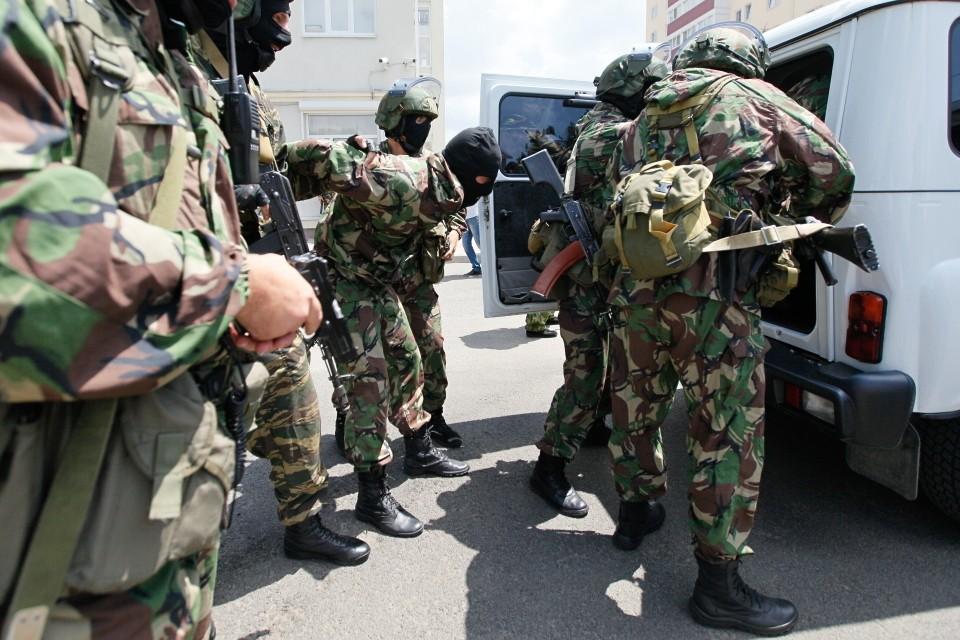 Силовики пришли с обысками в городской суд Каспийска