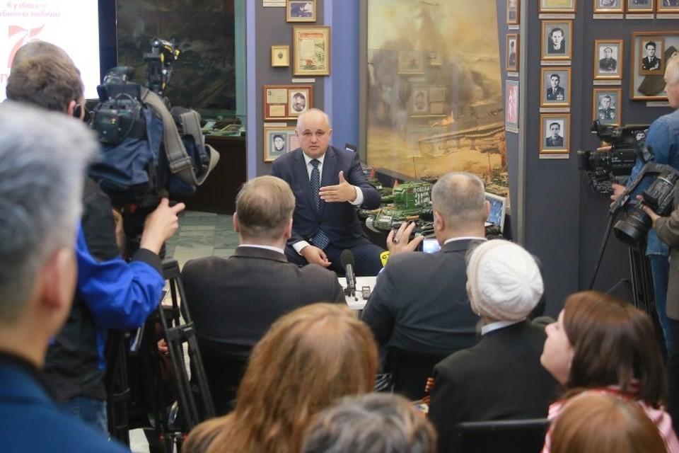 Губернатор встретился с блогерами и журналистами, чтобы обсудить проекты, посвященные 75-летию Дня Победы. ФОТО: пресс-служба АКО