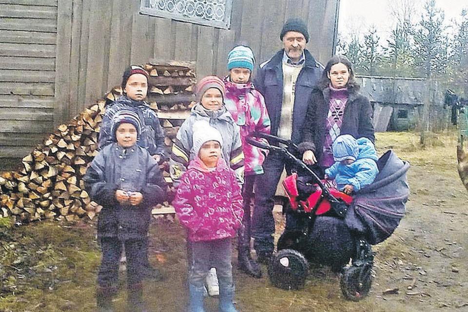 Будущее конкретной многодетной семьи Лапшиных зависит от Фемиды. Окажется ли она слепой или заметит родителей с детьми? Фото: Иван МАХИНОВ