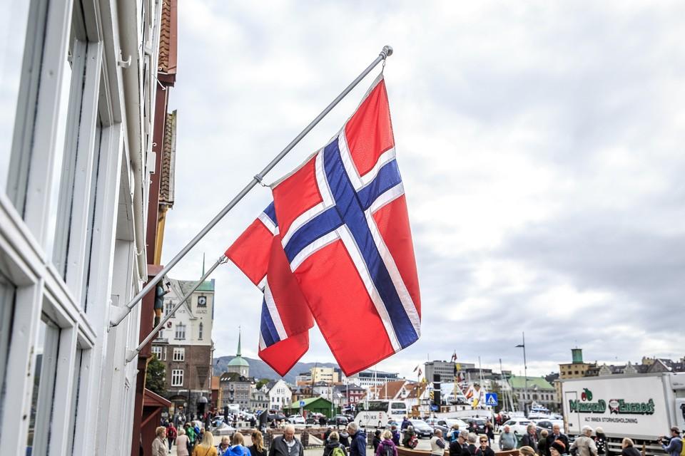 Норвегия была готова эвакуировать россиян с ледокола, но они решили остаться на борту