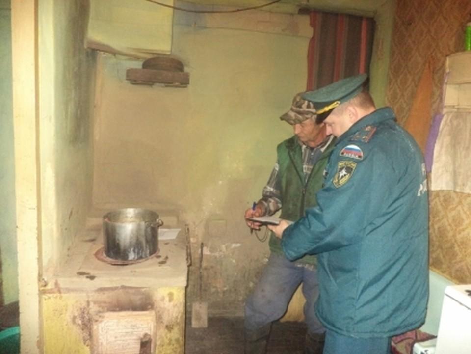 Спасатели оказывают адресную помощь в ремонте печей и электропроводки