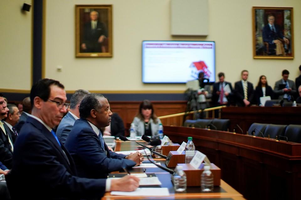 Республиканцы помешали слушаниям в Конгрессе США