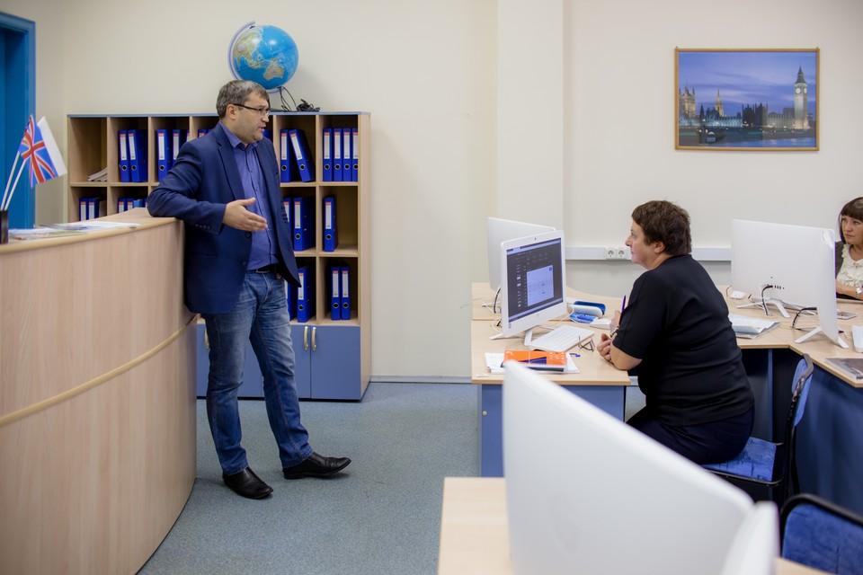 Обучение проводит эксперт компетенции «Туризм» WorldSkills Russia Александр Перминов. На первой парте - Елена Шледевиц.
