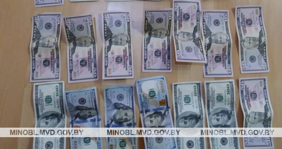 У мужчины пропало пару тысяч долларов и изделия из драгоценных металлов. Фото: МВД