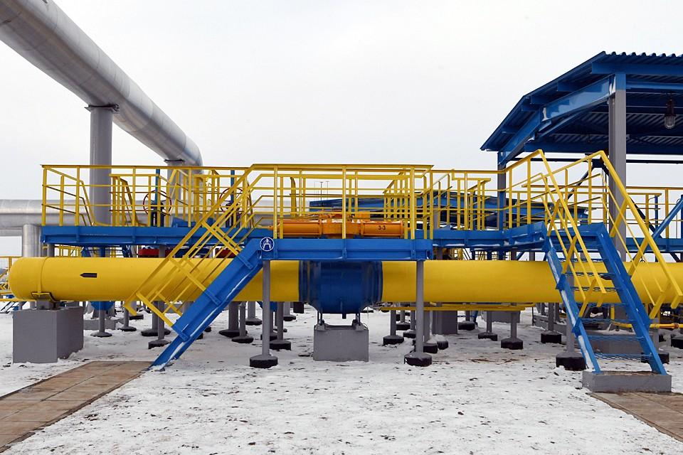 Десятки фирм-прокладок, подлинных и мнимых трейдеров – все они зарабатывают сейчас на «реверсе» газа, удорожая «голубое топливо» для населения Украины