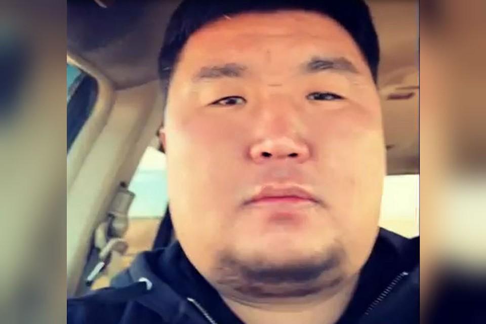 """Щеки-челлендж в Бурятии: сибиряки """"играют"""" лицом перед камерой. Фото: скриншот видео со страницы kkharganaev в Instagram."""