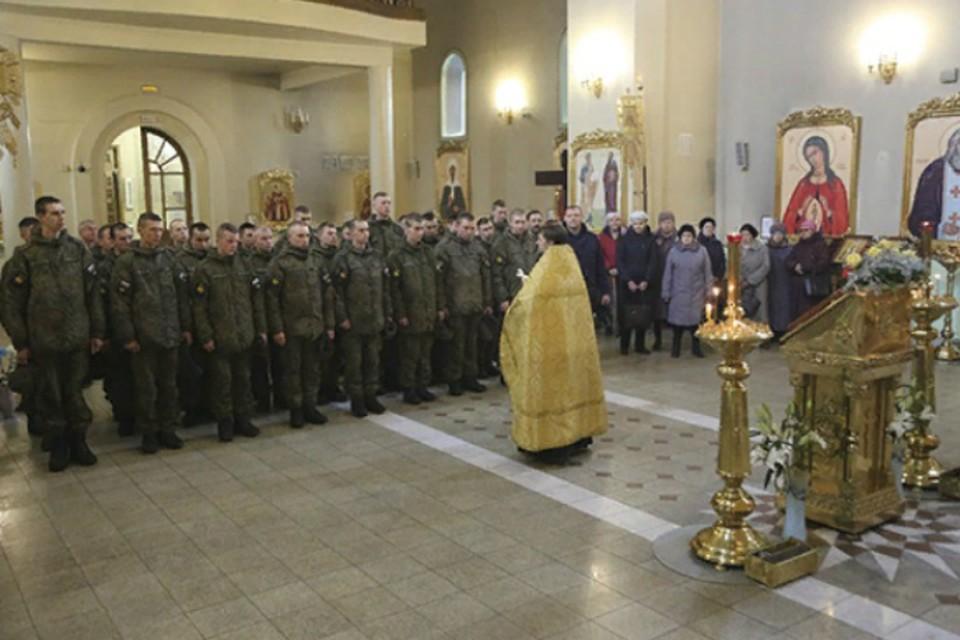 Иконе «Спас Нерукотворный» поклонились военные в Комсомольске