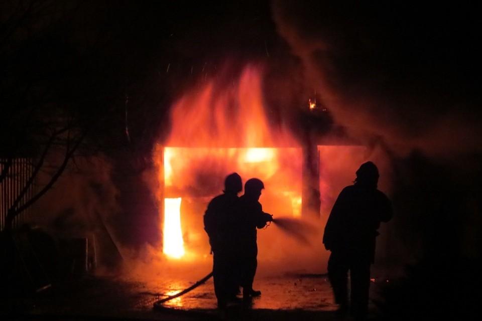 В сгоревшем доме нашли тела двух человек. Фотоиллюстрация: МЧС.
