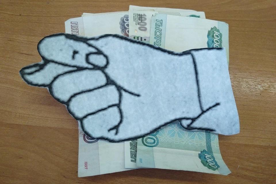По Трудовому кодексу, работодатель обязан отдавать людям заработанные ими деньги дважды в месяц