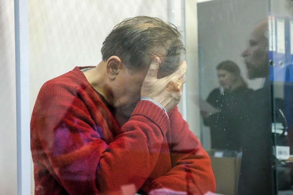 Доцент Соколов на суде плакал и обвинял бывшую возлюбленную в том, что она напала на него с ножом.
