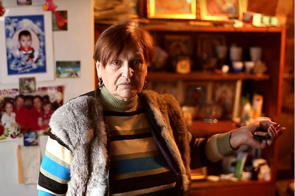 Пенсионерка-инвалид 14 лет прожила в бараке на пепелище собственного дома в Усть-Куте. Фото: Виктор ГОРЕЛОВ.