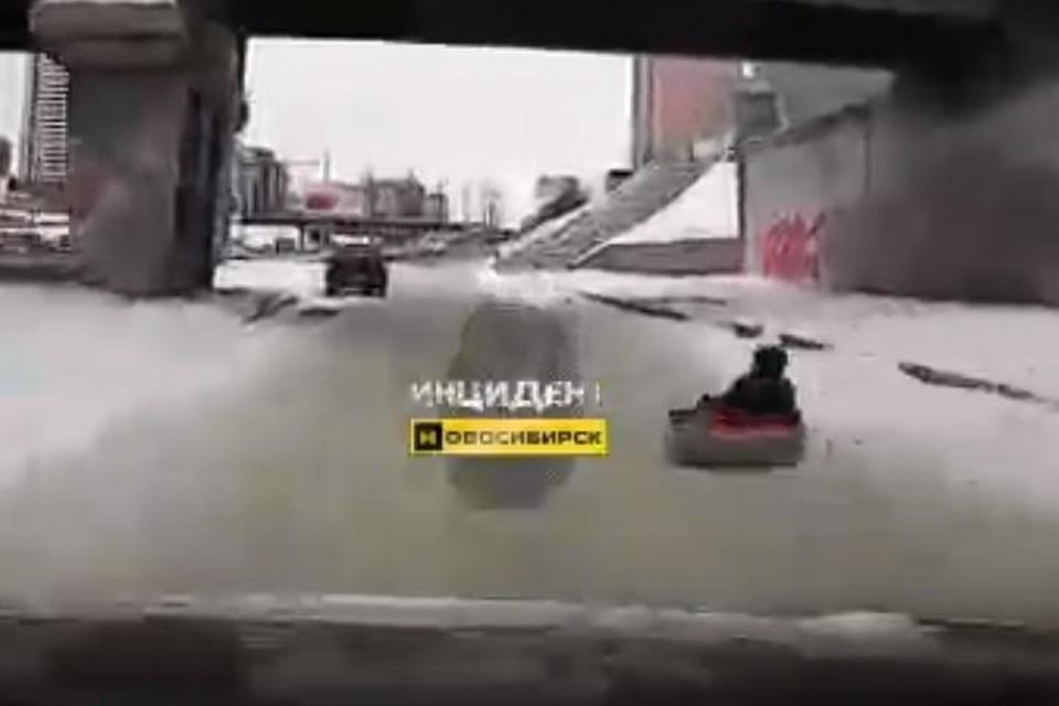 Водитель чудом не сбил ребенка. Фото: «Инцидент Новосибирск».