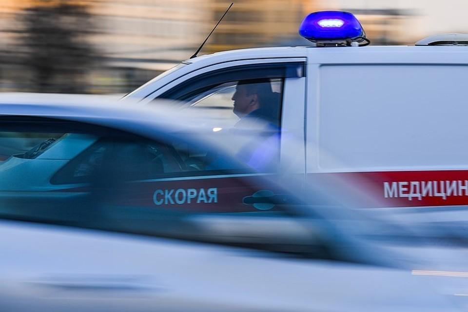 """С мест происшествий ребят увезли в больницу на """"скорой""""."""