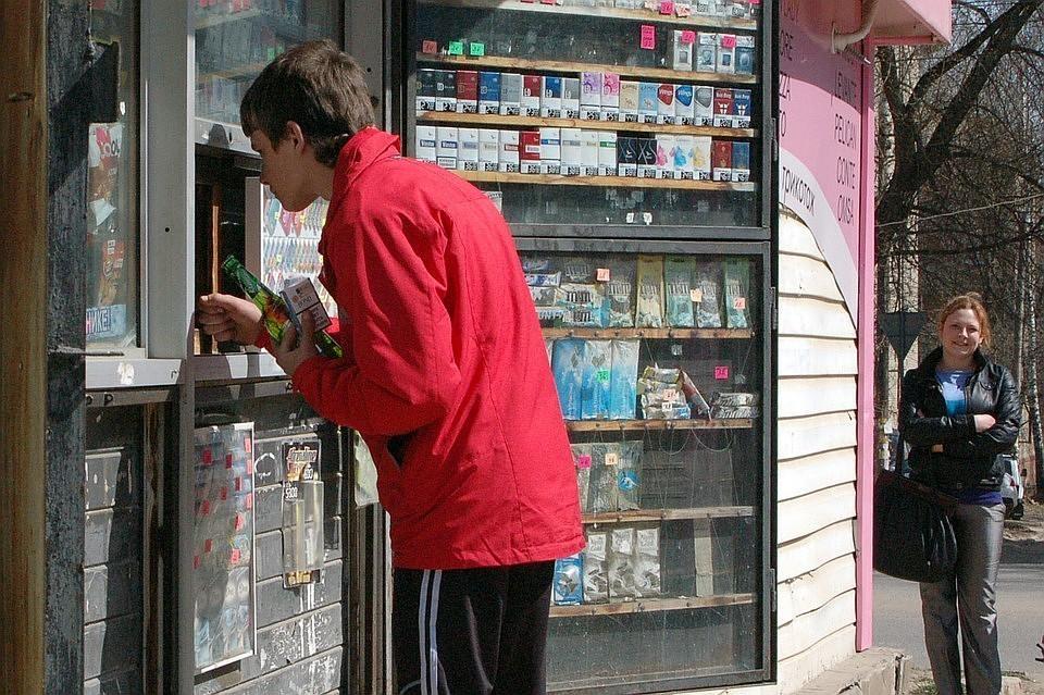 В Минздраве считают, что после запрета на спиртное лицам младше 21 года, могут ввести ограничения на табак