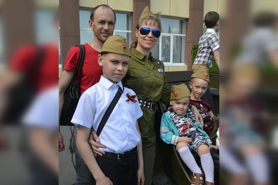 Александр и Наталья Кириченко, а также их дети, надеются, что смогут решить свои жилищные проблемы