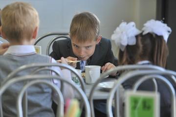 Приучать россиян к здоровому питанию начнут со школы