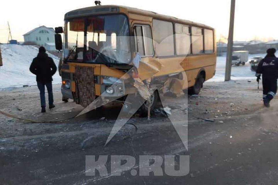 Школьный автобус попал в ДТП в Иркутской области, десять кадетов попали в больницу.